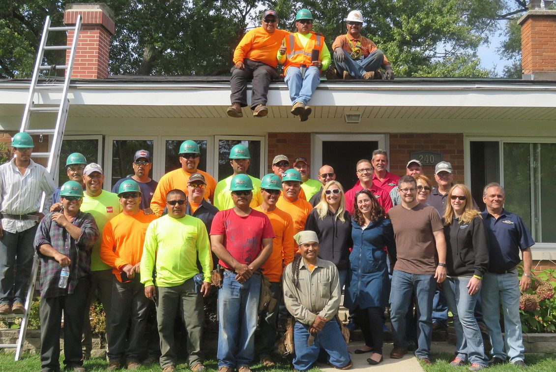 Waukegan Roofing Gives Back 2015 Crew and recipients, Jim and Nicole Scalzo